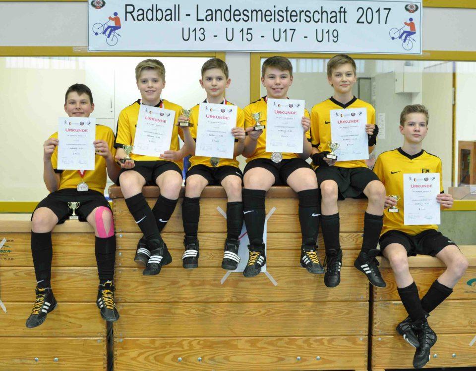 Bild: v. l. Maurice Zenk, Luca Heine, Jannik Voss, Till Fischer, Ike Jürgens, Mattes Schulze